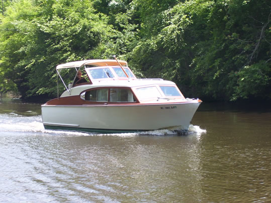 Chris craft ladyben classic wooden boats for sale for Chris craft express cruiser for sale