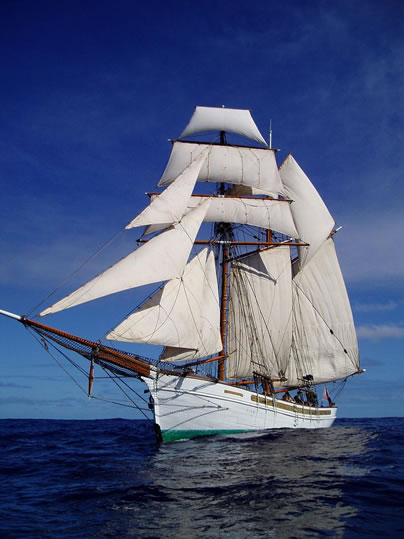 Square Rigged Top Sail Schooner Ladyben Classic Wooden